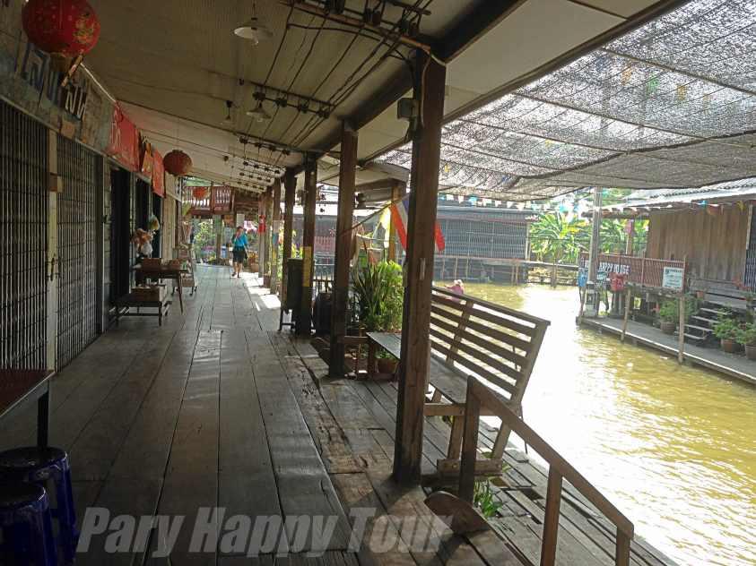 Damneon Saduak  Floating Market